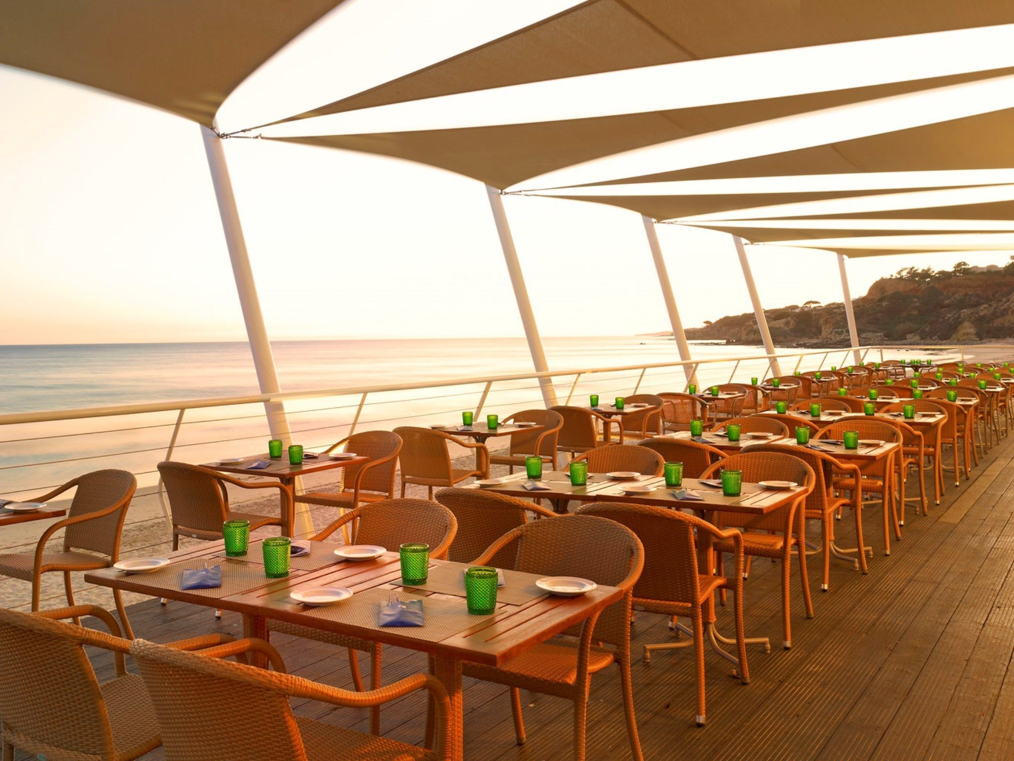 Pine Cliffs Restaurantes e Bars e Beach Club em Albufeira, Algarve